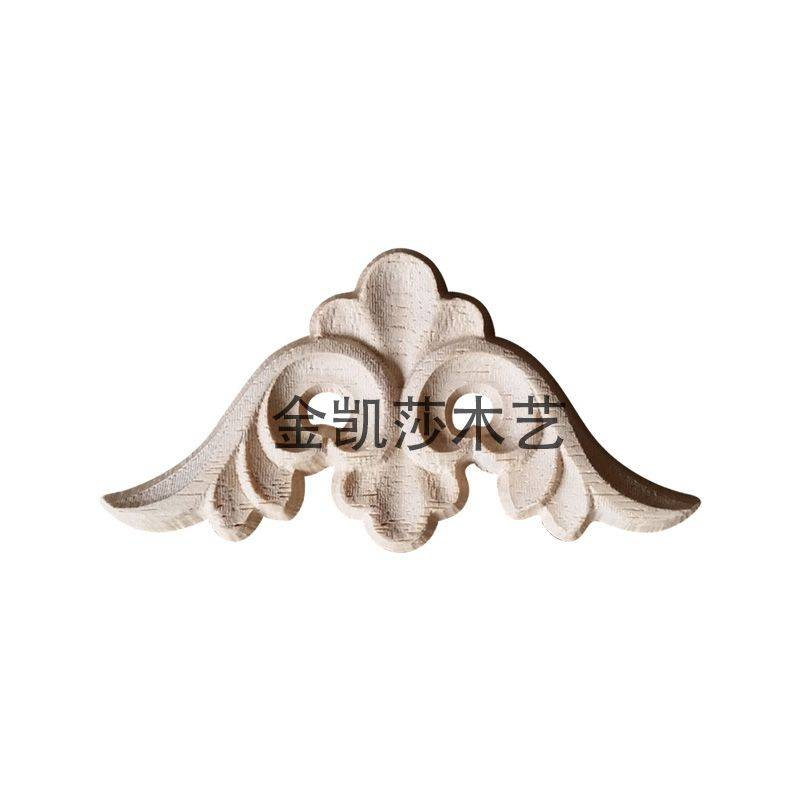 东阳木雕商品详情: 木雕角花是仿古建筑中的零星构件的一种。其装饰作用,用在拐角处。 在唐代就已经制作木雕,并且中国的工艺技术大放光彩,让人都惊叹不已,正因为如此木雕角花0525才能流传到现在,而且以其独特的花纹充满着一种强烈的艺术效果。 唐代是中国工艺技术大放光彩的时期,木雕工艺也日趋完美。许多保存至今的木雕佛像,是中国古代艺术品中的杰作,具有造型凝练、刀法熟练流畅、线条清晰明快的工艺特点,成为当今海内外艺术市场上的宠儿。明清时代的木雕品题材,多见为生活风俗、神话故事,诸如吉庆有余、五谷丰登、龙凤呈祥、